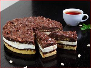 Вкусный и красивый готовый торт с шоколадной крошкой