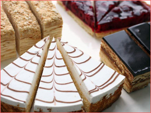 Готовые торты в кондитерской