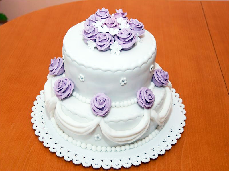 Вкусный торт на свадьбу с цветами